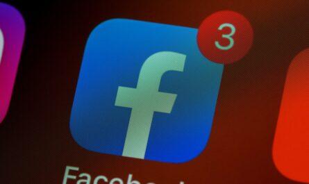 Aplikace Facebook se třemi zmeškanými událostmi.