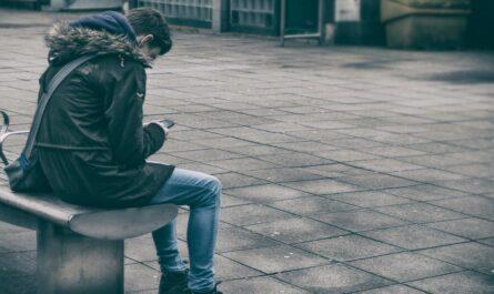 Mladík je často na sociálních sítích a jeho psychika je narušena.