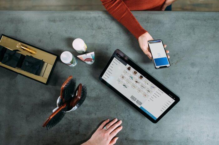 Správa peněz prostřednictvím mobilních technologií