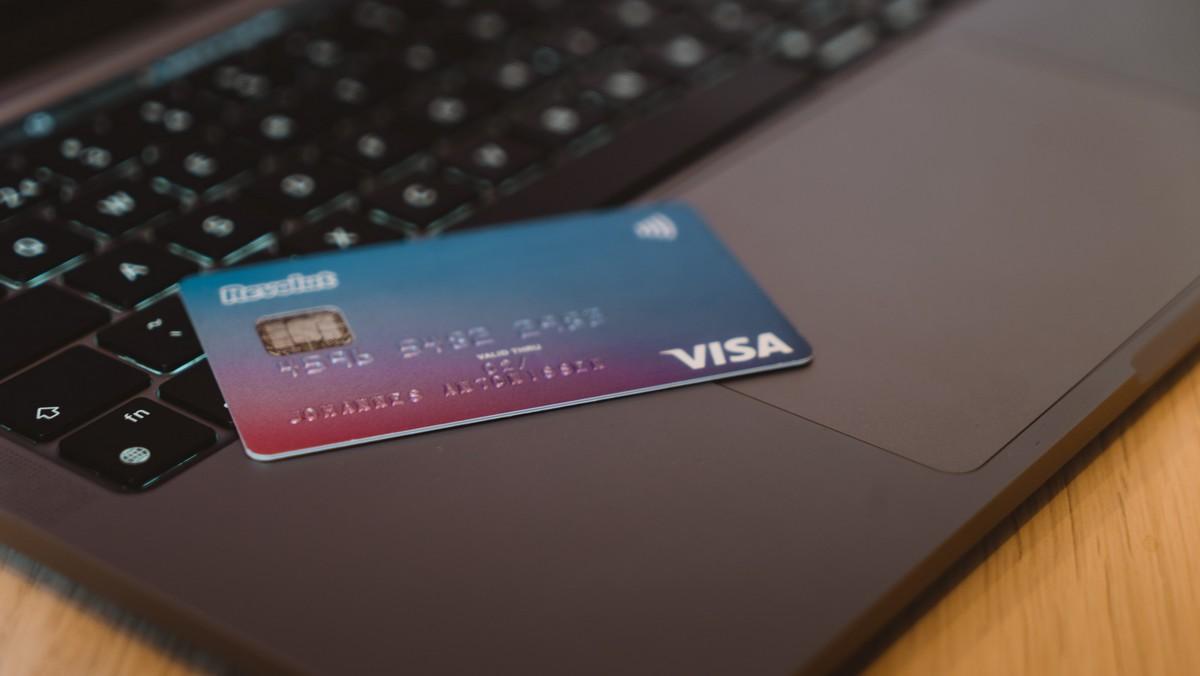 Klasická platební karta, kterou nahradí virtuální platební karta.